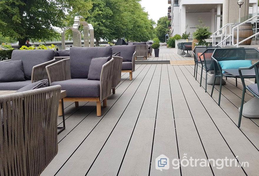 Mặt sàn lớn ghép từ gỗ nhựa mang đến sự sạch sẽ - Ảnh: Internet