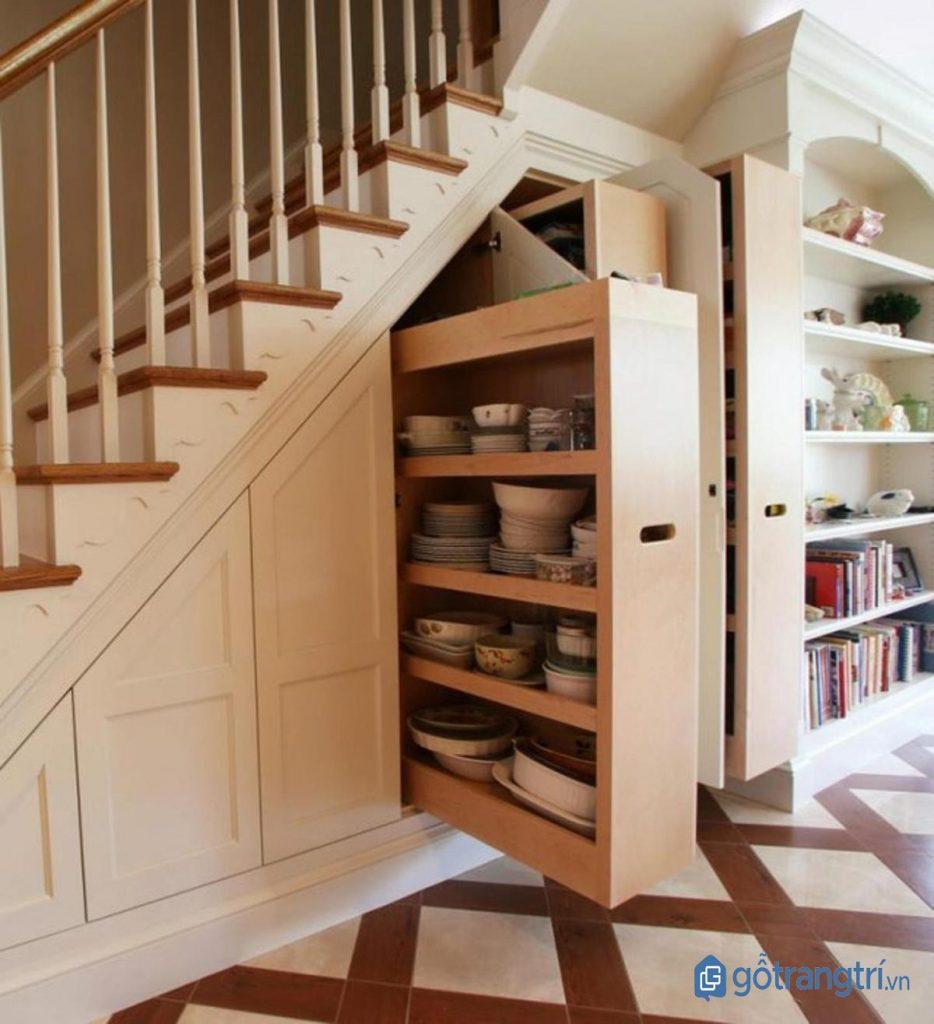 Tủ âm tường chân cầu thang giúp tận dụng không gian lưu trữ đồ đạc. (ảnh: internet)