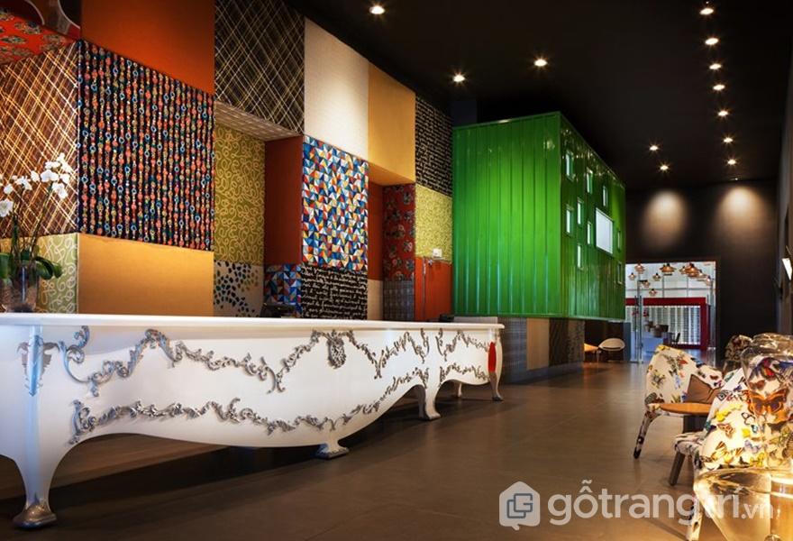 Những họa tiết và sắc màu tương phản cùng hòa với nhau tạo nên một không gian vô cùng đặc biệt (Ảnh: Designboom)