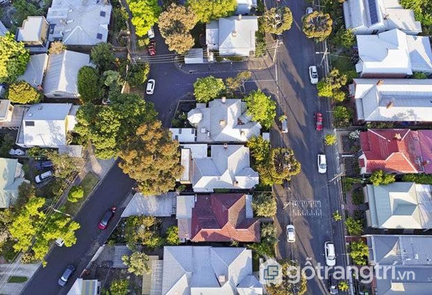 Công trình kiến trúc xanh Kiah House tọa lạc nằm tiếp giáp 2 con đường (Ảnh: Internet)