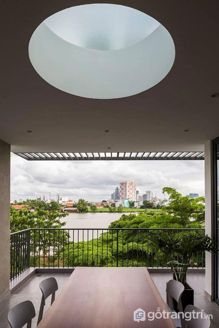 Khoảng view nhìn ra sông Sài Gòn sẽ xua tan sự mệt mỏi, căng thẳng - Ảnh: Hiroyuki Oki