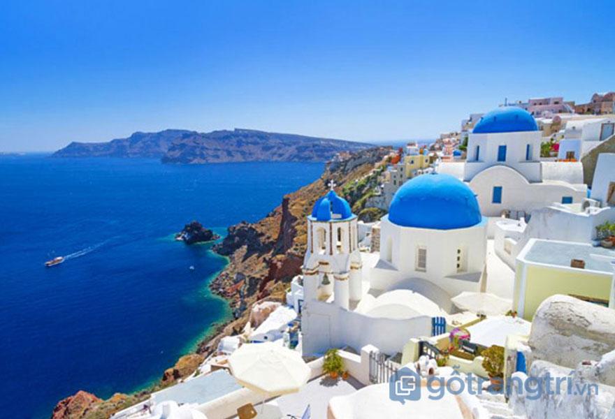 Tìm hiểu phong cách kiến trúc mái vòm đặc trưng ở Santorini - Ảnh: Internet