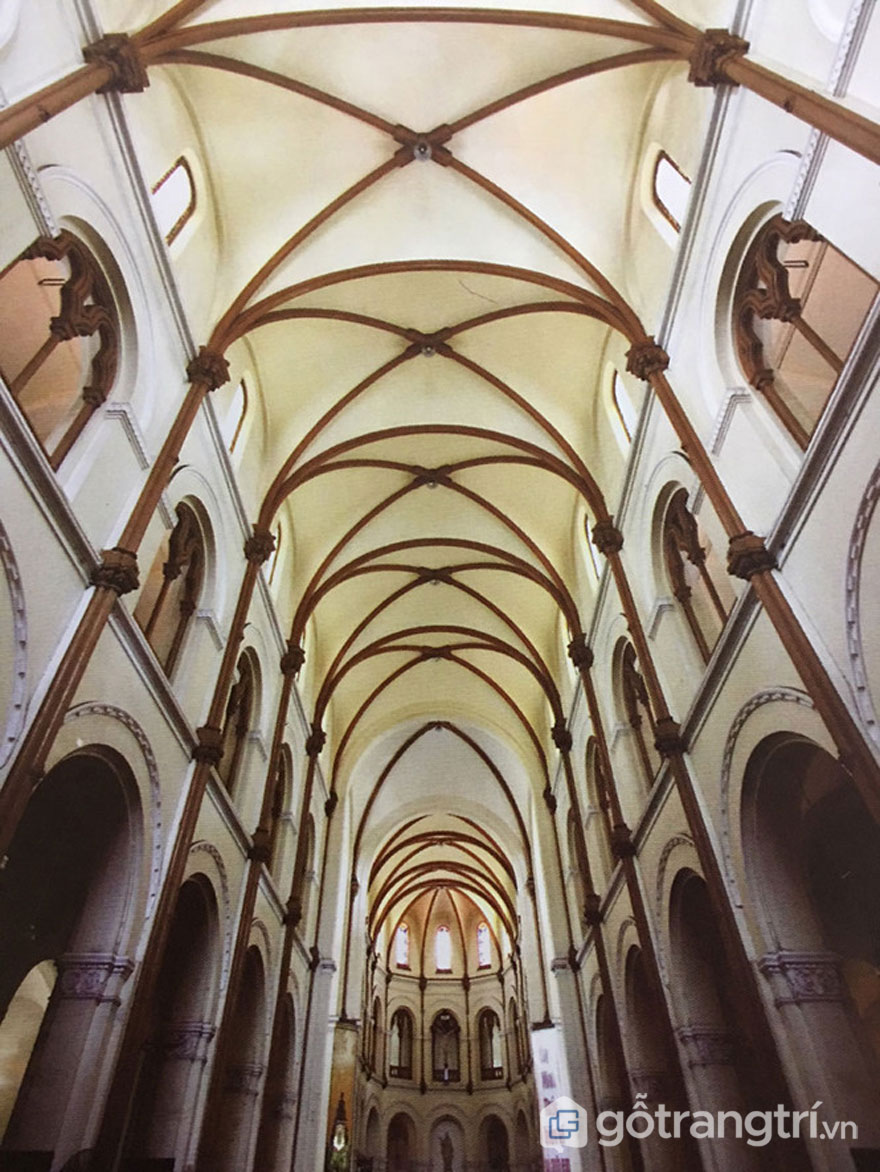 Không gian bên trong nhà thờ Đức Bà - Ảnh: Đình Phú