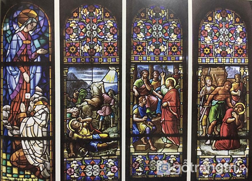 Tác phẩm nghệ thuật thánh được lắp trên tường - Ảnh: Đình Phú