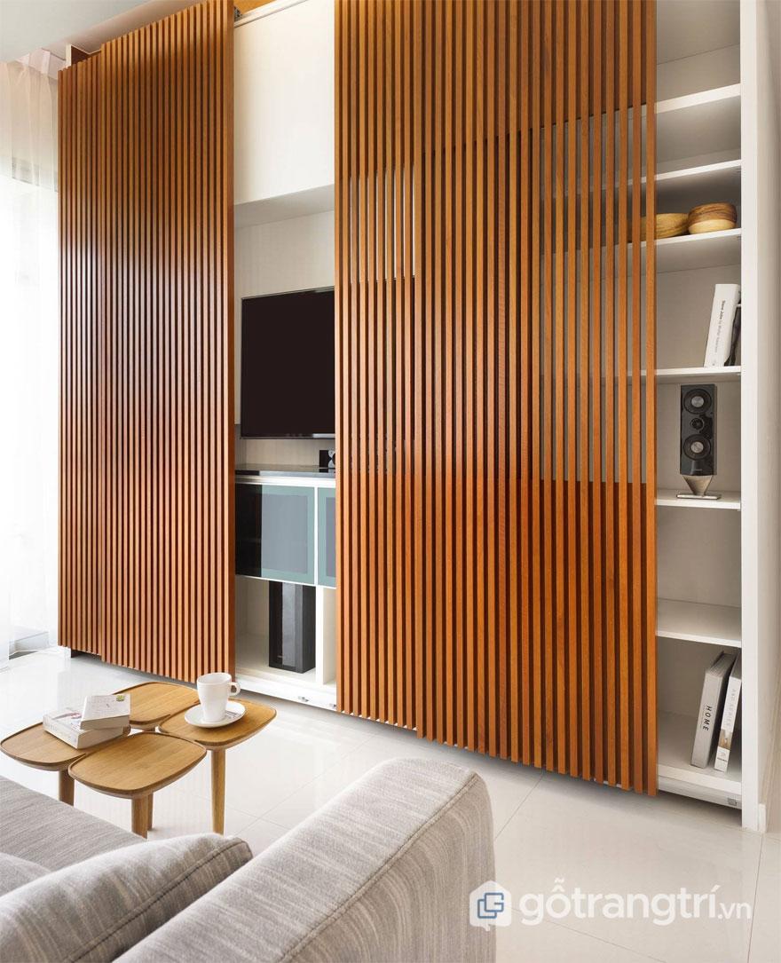 Sự hiện diện của lam gỗ trang trí giúp không gian căn hộ trở nên có chiều sâu và cuốn hút hơn (Ảnh: Internet)