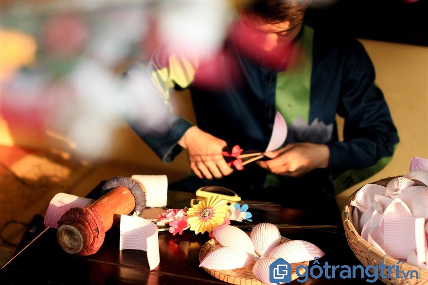 Làng Thanh Tiên là làng nghề truyền thống ở Huế rất nổi tiếng với nghề làm hoa giấy.(ảnh: Internet)