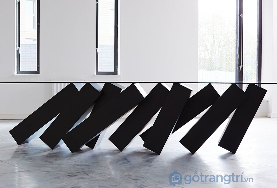 Megalith Table - mẫu bàn siêu độc đáo (ảnh internet)