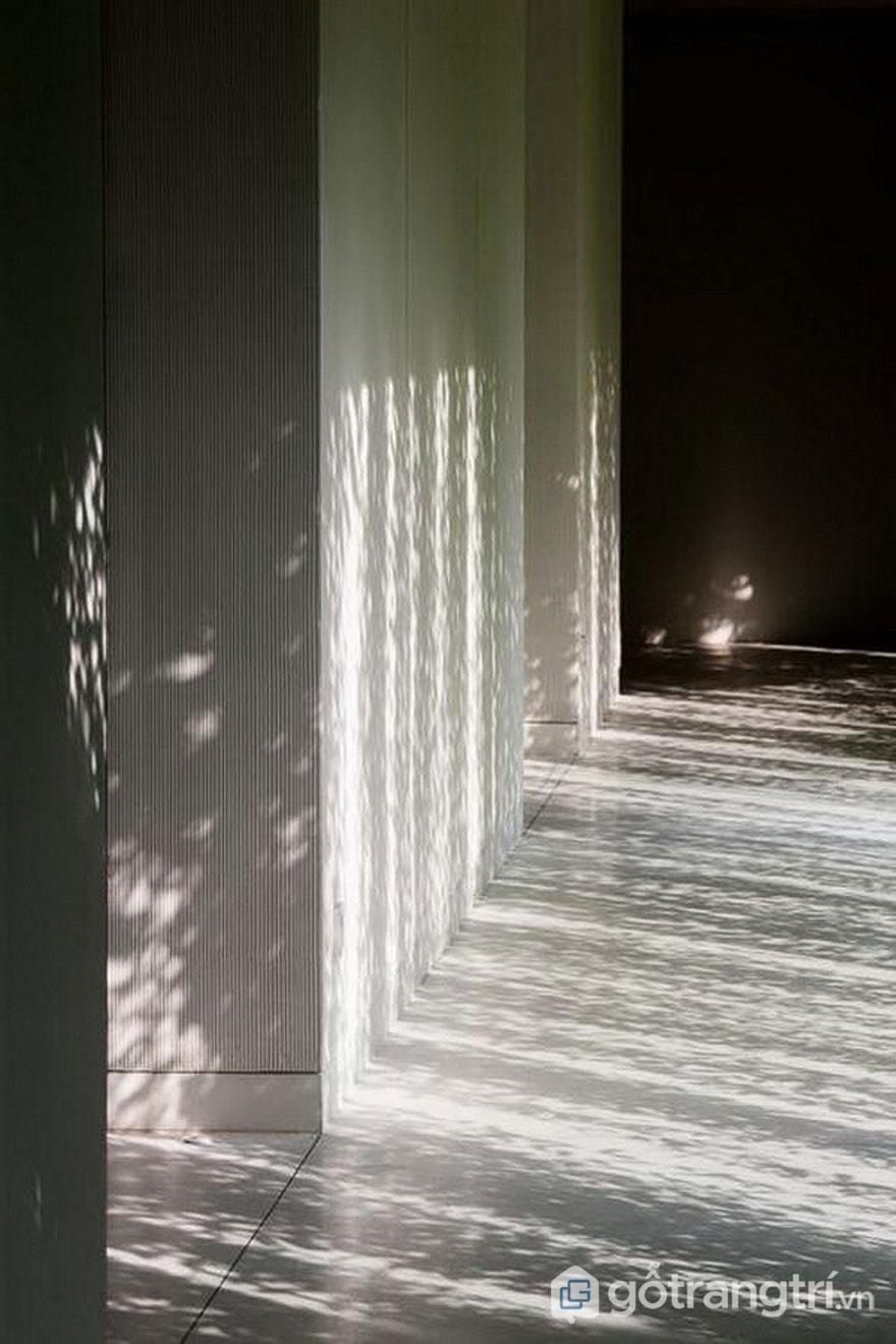 Thảm thực vật đã làm giảm cường độ chiếu sáng cho công trình kiến trúc spa - Ảnh: Interent