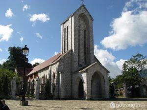 Nhà thờ đá tọa lạc ngay trung tâm thị trấn Sapa - Ảnh internet