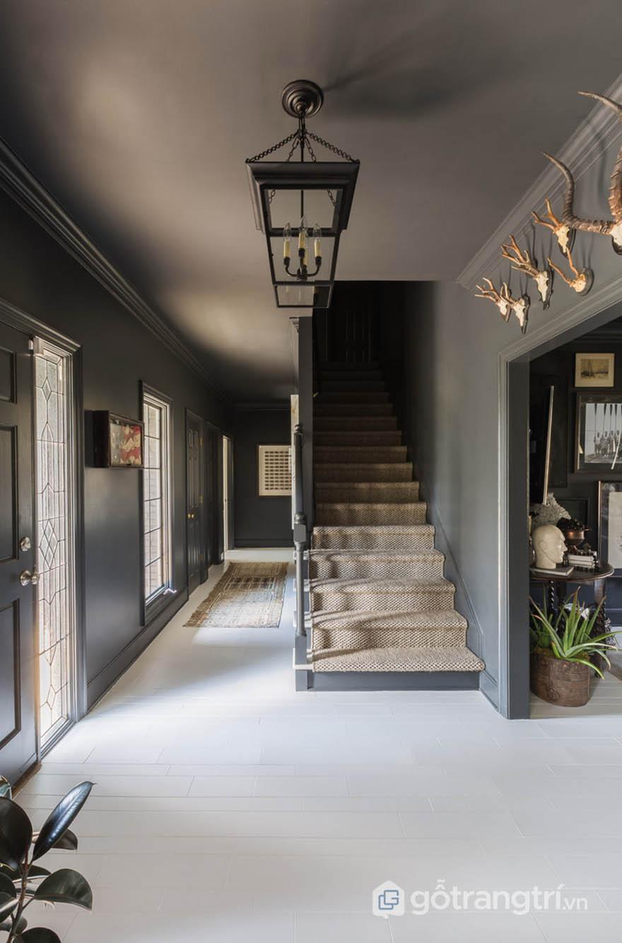 Khu vực lối đi được thiết kế theo phong cách Tudor (ảnh Alyssa Rosenheck)