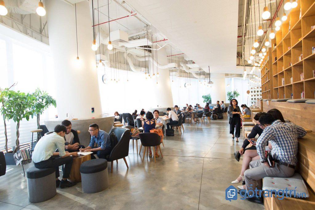 Quán cà phê dành cho dân văn phòng thiết kế độc đáo, nhiều ánh sáng. (Ảnh: internet)