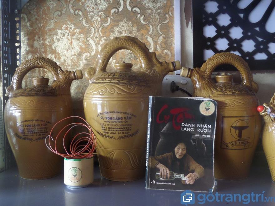 Bà cụ Tom - người giữ hồn cho hương rượu làng Vân (Ảnh: Internet)