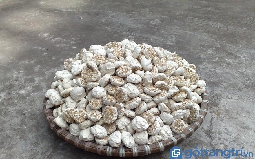 Có nhiều loại men để dùng trong nấu rượu, nhưng để giữ được vị đậm đà của rượu làng Vân thì phải dùng men thuốc Bắc (Ảnh: Internet)