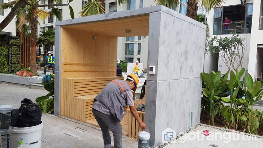 Để có bức tường đẹp thì đòi hỏi quá trình sơn tường giả bê tông kỳ công, tỉ mẩn - Ảnh: Internet