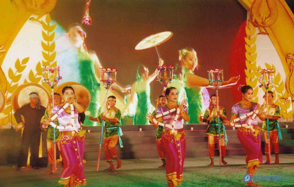 Tiết mục văn nghệ đặc sắc của người Khmer trong lễ hội truyền thống Dolta. (Ảnh: internet)
