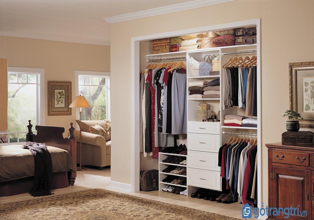 Tủ quần áo hiện đại âm tường có thiết kế nhiều ngăn tiện dụng. (Ảnh: internet)