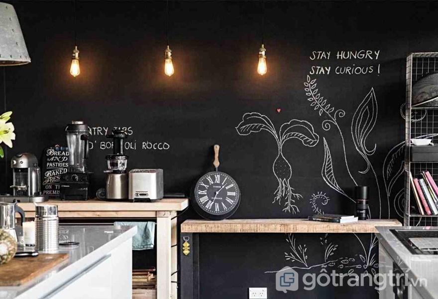 Căn bếp cá tính với tường bằng bảng đen (ảnh internet)