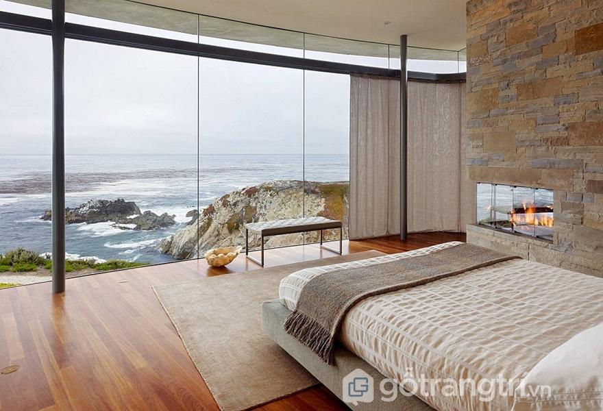 Phòng ngủ vách tường bằng kính sang chảnh nhìn ra biển (Ảnh Internet)
