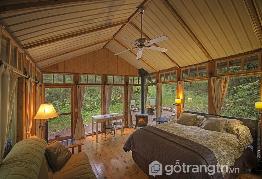 Thiết kế phòng ngủ ấm cúng cho gia đình với vách tường bằng kính (Ảnh Internet)
