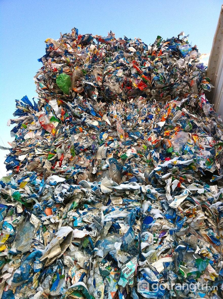 Nhựa tái chế trộn khi trộn với bê tông giúp giảm trọng lượng nhưng vẫn giữ nguyên được độ bền - Ảnh: JMacPherson