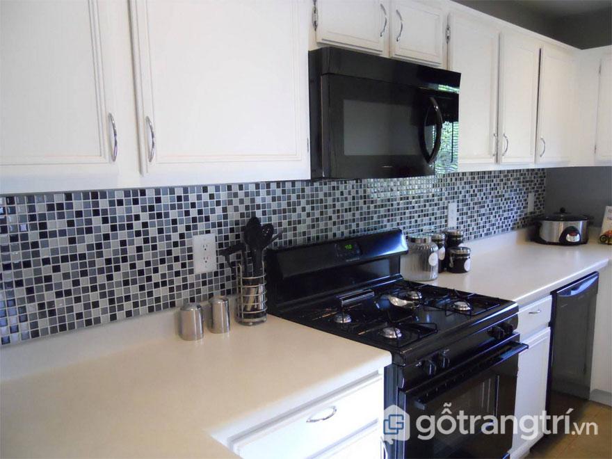 Để chọn gạch bông ốp tường bếp sẽ giúp không gian bếp trở nên trẻ trung, nhẹ nhàng hơn - Ảnh: Internet