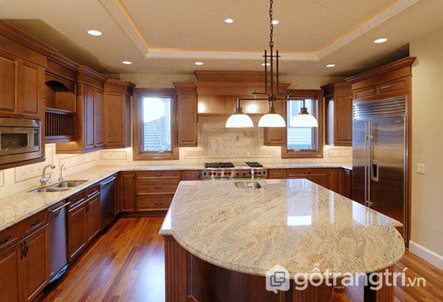 Đá hoa cương với độ bền cao là loại vật liệu ốp tường quen thuộc trong căn bếp gia đình - Ảnh: Internet