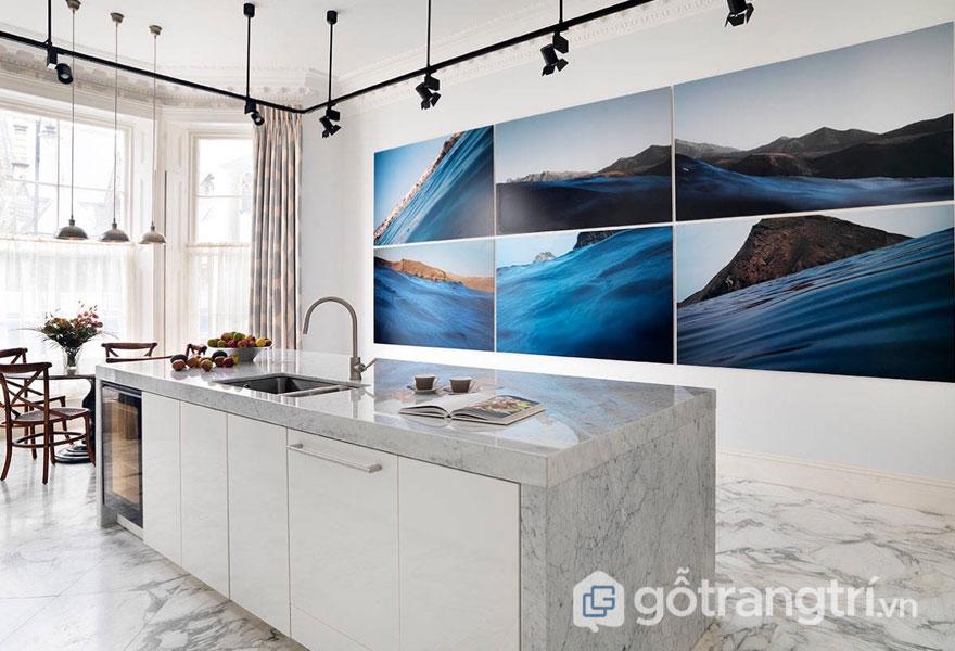 Đá cẩm thạch là vật liệu ốp tường mang đến không gian bếp thanh lịch, tươi trẻ hơn - Ảnh: Internet
