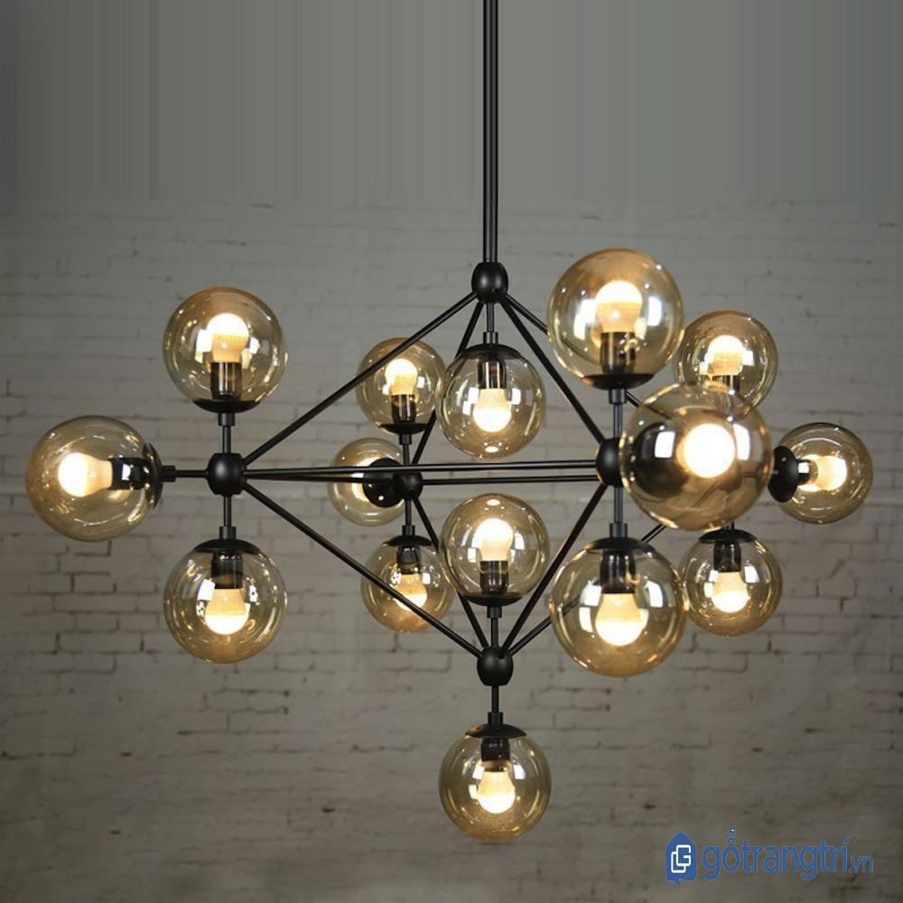 Đèn chùm trang trí độc đáo cho phòng khách. (ảnh: internet)
