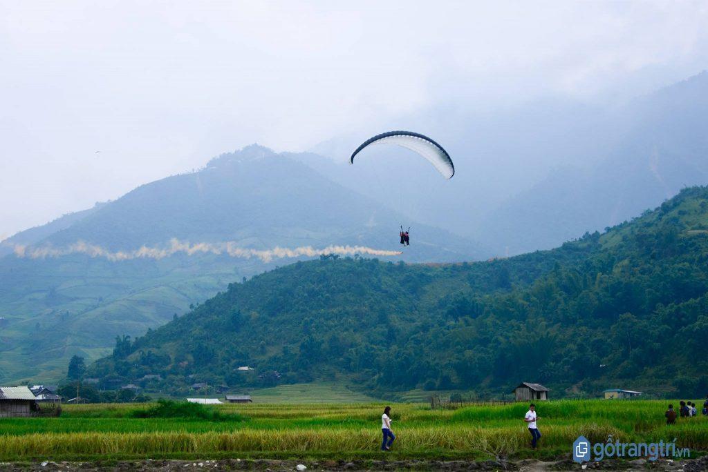 Núi Viên Nam - điểm chơi dù lượn được nhiều du khách săn lùng trong vài năm gần đây. (ảnh: internet)