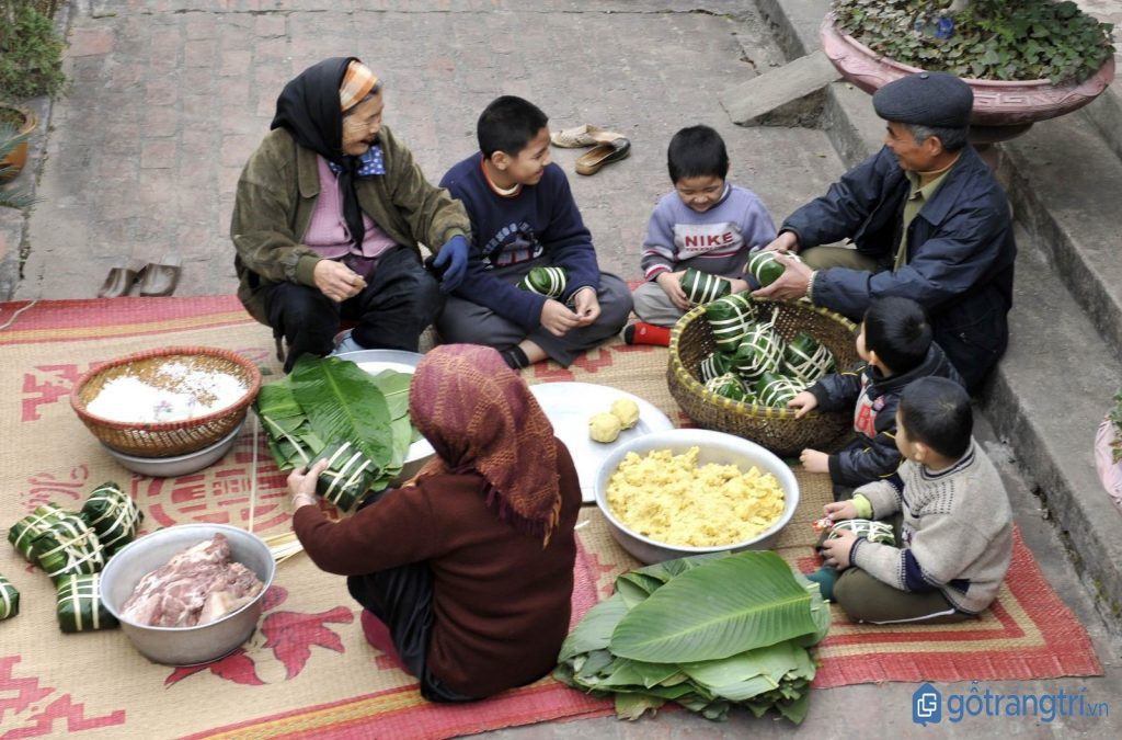 Gia đình người Nùng gói bánh chưng chuẩn bị cho ngày Tết cổ truyền. (ảnh: internet)