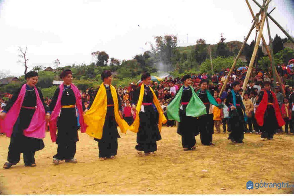 Điệu múa truyền thống của người Nùng trong phong tục Tết cổ truyền. (ảnh: internet)
