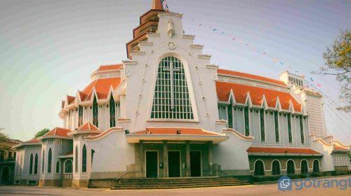 Nhà thờ Dòng Chúa Cứu Thế - nét kiến trúc cổ trên mảnh đất cố đô