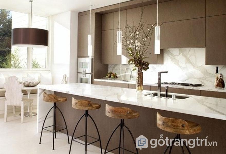 Bàn bếp được ốp đá cẩm thạch tạo sự sang trọng với thiết kế Art Deco (Ảnh: Internet)