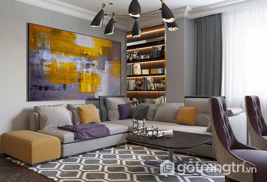 Ghế sofa màu kem nổi bật với gối tựa màu vàng, tím (Ảnh: Internet)