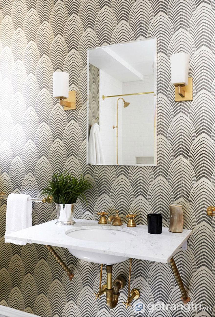 Gạch ốp màu trắng kết hợp họa tiết hình học màu đen của phong cách thiết kế Art Deco (Ảnh: Internet)