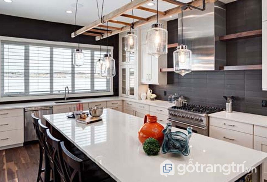 Phòng ăn nổi bật với gam màu trắng và đen trong thiết kế Art Deco (Ảnh: Internet)