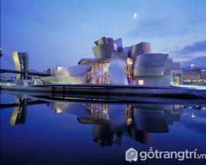 Bảo tàng Guggenheim nằm ở quận 1 là công trình có vai trò khởi đầu trong việc tái sinh lại thành phố - Ảnh internet