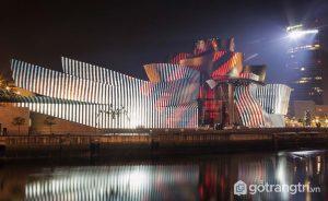 Bảo tàng Guggenheim được mệnh danh là khối rác công nghiệp - Ảnh internet