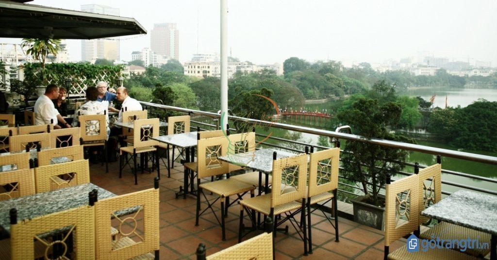 Thiết kế nội thất quán cà phê bình dân trên sân thượng đẹp. (ảnh: internet)