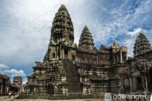 Đền Angkor Wat được khởi công xây dựng trong thời vương triều Suryavar-man - Ảnh internet