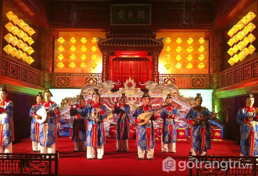 Biễu diễn nhã nhạc cung đình Huế của các nghệ nhân (ảnh internet)