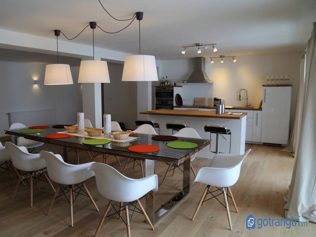Đèn thả trần trang trí khu vực bàn ăn gia đình. (ảnh: internet)