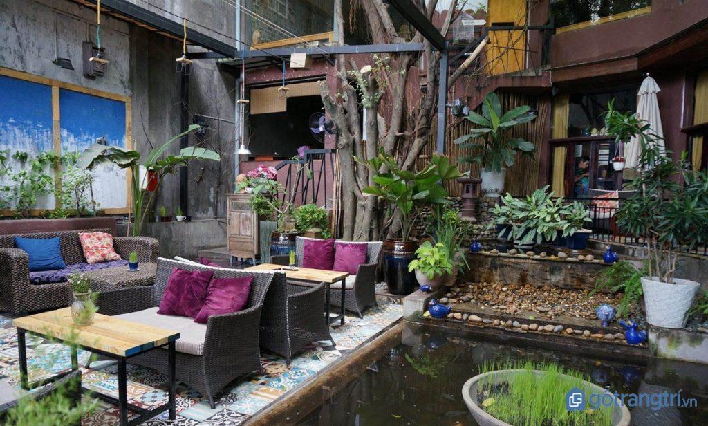 Thiết kế nội thất quán cà phê sân vườn phong cách gần gũi. (ảnh: internet)
