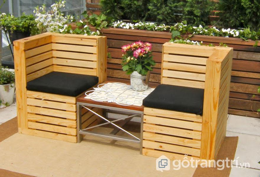 Bộ ghế được làm từ pallet gỗ thông ghép thanh (Ảnh: Internet)