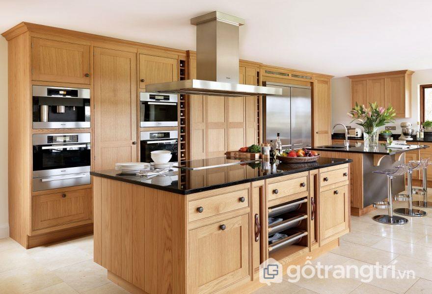 Tủ bếp gỗ sồi ghép thanh sang trọng, thanh lịch (Ảnh: Internet)