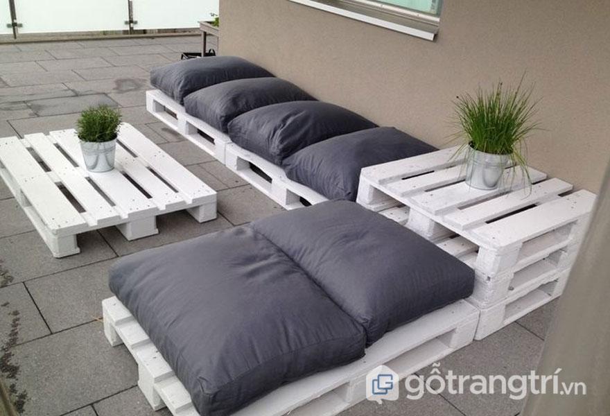 Gỗ pallet trang trí dùng để làm bàn ghế sofa (Ảnh: Internet)