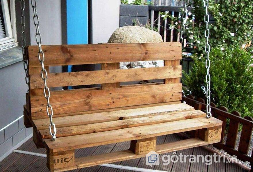 Pallet gỗ làm xích đu (Ảnh: Internet)