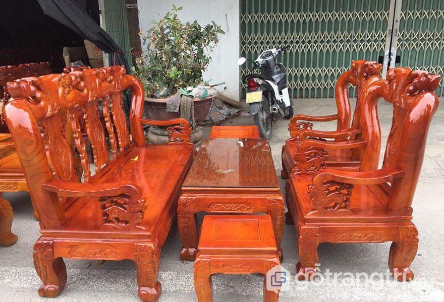 Bộ ghế giả cổ 5 món gỗ sồi (Ảnh: Internet)