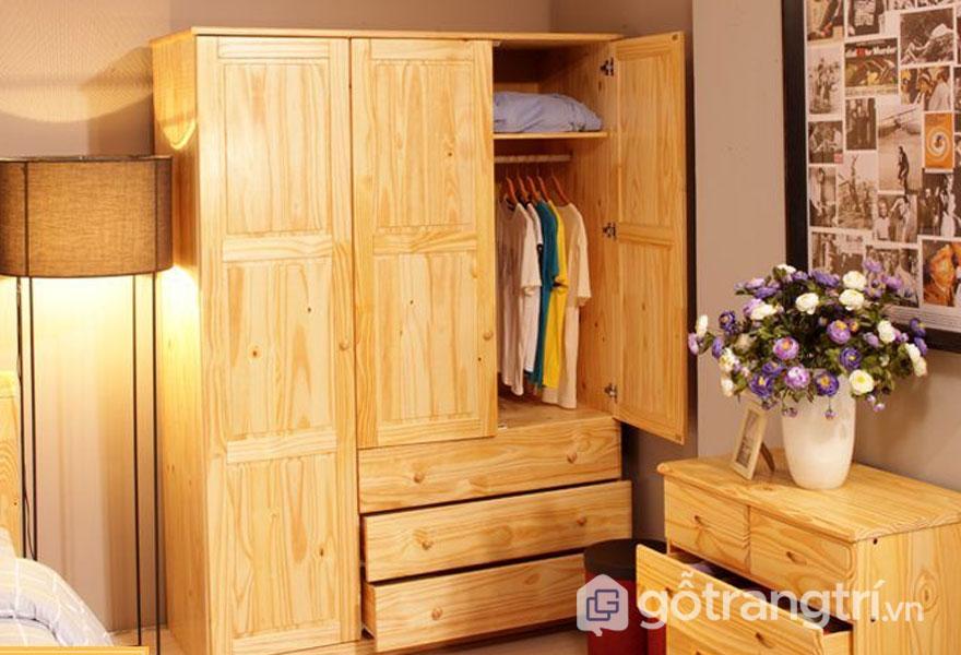 Tủ đựng quần áo bằng gỗ thông (Ảnh: Internet)