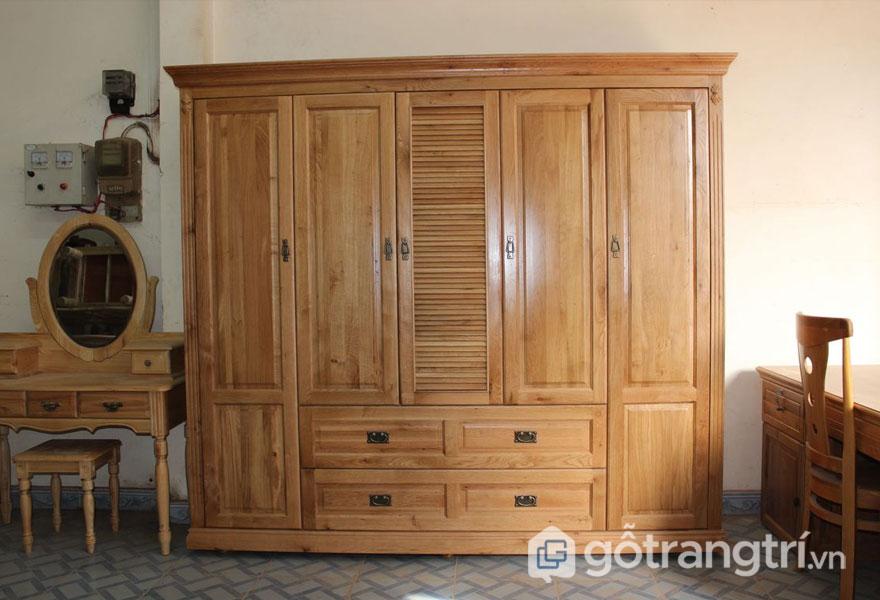 Tủ quần áo bằng gỗ thông (Ảnh: Internet)